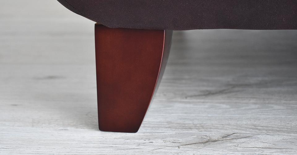 お掃除も楽な高さのある木製脚