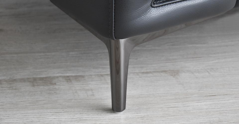 高さのあるすっきりとした金属脚