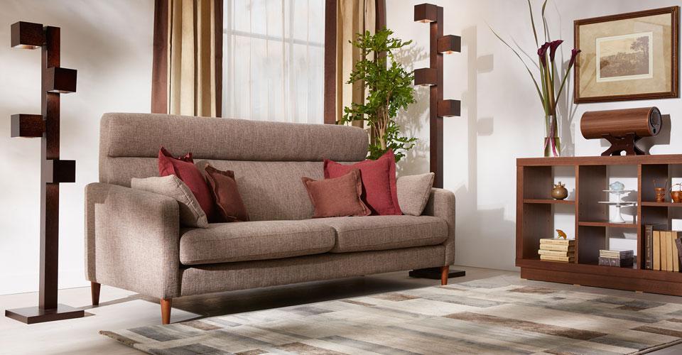 シンプルなデザインのハイバックソファ「クロス」