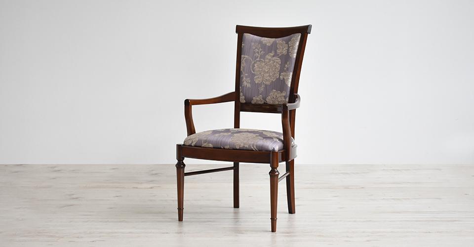 ネオクラシック家具をベースに現代風に洗練したハイバックな意匠