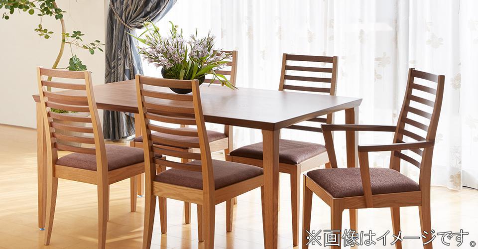 限定販売モデルとして好評だった、ウォールナット材とナラ材を組み合わせたダイニングテーブル