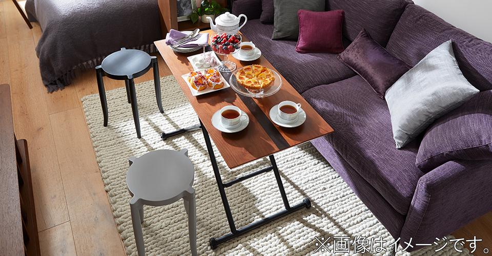 昇降式構造で高さ調整が可能な為、リビング、ダイニングなど様々な場面で活用できるテーブルです