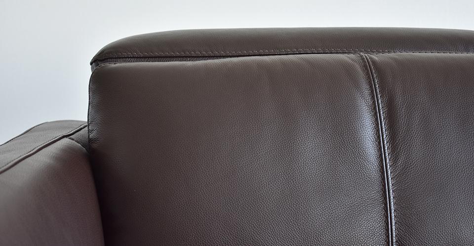 高級感のある本革張りソファ