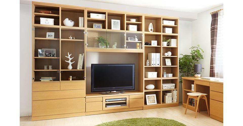 シンプルなデザインでどんなインテリアとも合わせやすいテレビボード「Shin」。